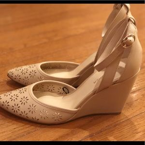 Marc Fisher Nude Pointed Toe Wedge Heels Size 9